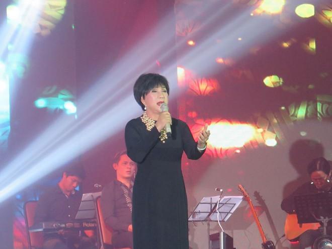 Danh ca Lệ Thu (1943-2021) vẫn còn nhhiều dự định cho âm nhạc trong năm 2021 tại Việt Nam /// ẢNH: THIÊN ANH