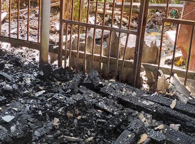 Hiện trường vụ cháy nhà kho /// Ảnh: CTV
